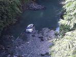 minibus-asal-jeneponto-meluncur-ke-dasar-sungai-apareng-sinjai-1.jpg