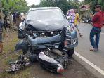mobil-dan-motor-yang-terlibat-kecelakaan-di-poros-bone-makassar-lappariaja-dusun-arokke.jpg