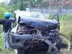 mobil-dinas-ketua-dprd-barru-ringsek-kecelakaan-di-kampung-mangotong.jpg