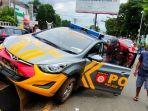 mobil-patroli-polisi-tabrak-pembatas-jalan-di-rantepao-toraja-utara-minggu-1712021.jpg