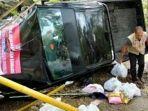 mobil-pengangkut-bantuan-jaring-pengaman-sosial-dinas-sosial-kabupaten-bone-mengalami-kecelakaan.jpg