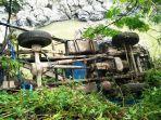 mobil-truk-dd-9071-av-terjun-kedalam-jurang-di-jalan-poros-makale-bittuang-kamis-872021.jpg