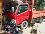 mobil-truk-di-tana-toraja-seruduk-kios-dan-motor-warga-jumat-2152021.jpg