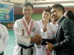 muhammad-arif-sutanto-pose-bersama-ketua-federasi-olahraga-karate-indonesia-forki.jpg