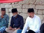 muhammad-thahar-rum-kedua-kiri-ziarah-di-makam-datuk-pattimang.jpg