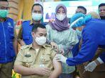 muhammad-yusran-lalogaumyl-menerima-suntikan-vaksin-covid-19-senin132021.jpg