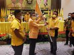 munafri-arifuddin-menerima-bendera-partai-golkar-dari-taufan-pawe-1262021.jpg