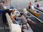 nelayan-membawa-paket-sembako-gratis-yang-dibagikan-oleh-possi-1.jpg<pf>nelayan-membawa-paket-sembako-gratis-yang-dibagikan-oleh-possi-2.jpg<pf>nelayan-membawa-paket-sembako-gratis-yang-dibagikan-oleh-possi-11.jpg