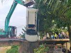 pajero-berisi-satu-keluarga-tabrak-jembatan-lalu-masuk-ke-sungai-4-tewas-1-selamat.jpg