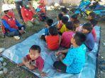 palang-merah-indonesia-pmi-kota-palopo-hibur-anak-anak-korban-bencana-banjir-di-luwu-utara.jpg