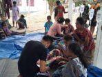 para-korban-keracunan-makanan-yang-dirawat-di-pustu-desa-oeekam-kecamatan-noebeba.jpg