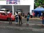 para-relawan-bencana-gempa-yang-tergabung-dalam-komunitas-seniman-ksb.jpg