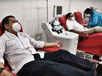 pasien-sembuh-covid-19-pengambilan-sampel-darah-sebelum-melakukan-donor-plasma-1.jpg