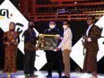 peduli-penyiaran-lokal-kpu-tana-toraja-dapat-penghargaan-di-kpid-awards-2020.jpg