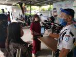 pegawai-melayani-peserta-bpjs-kesehatan-jalan-ap-pettarani-makassar.jpg