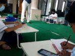 pelajar-sedang-mengakses-internet-gratis-untuk-keperluan-belajar-daring.jpg
