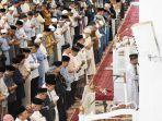 pelaksanaan-salat-tarawih-di-masjid-agung-syekh-yusuf.jpg