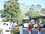 pelaksanaan-upacara-bendera-di-halaman-upacara-kantor-bupati-takalar-1782020.jpg
