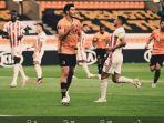 pemain-wolves-raul-jimenez-mencetak-gol-ke-gawang-olympiacos.jpg