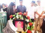 pemakaman-almarhumah-wahida-djamaluddin.jpg