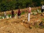 pemakaman-khuus-covid-19-di-bilalangenge-kelurahan-lemoe-kecamatan-bacukiki.jpg