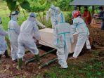 pemakaman-pasien-covid-19-di-kabupaten-barru-sabtu-372021.jpg