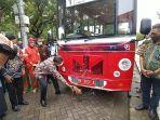pemkot-makassar-melaunching-bus-wisata-metro-makassar-di-anjungan-pantai-losari.jpg