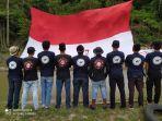 pemuda-dusun-lome-desa-massewae-mengibarkan-bendera-merah-putih.jpg