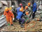 pencarian-korban-gempa-sulbar-di-mamuju-2112021.jpg