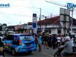 pendukung-pasangan-calon-di-perempatan-jalan-protokol-kabupaten-majene.jpg