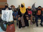 pengungsi-rohingya-mohammad-islam-bin-nur-alam-dan-keluarga-di-bandara.jpg