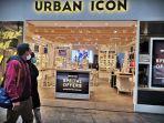 pengunjung-melintas-di-depan-urban-icon-nipah-mall-selasa-311-1.jpg