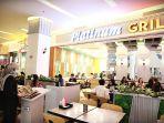 pengunjung-sedang-memilih-menu-di-tenant-food-beverages-terbaru-platinum-grill.jpg