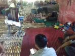pengurus-forum-jurnalis-barru-saat-menyambangi-rumah-kartini-di-kampung-lawae_20180605_161739.jpg