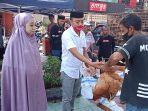 pengusaha-baju-brand-lokal-emes-kabupaten-pinrang-bagikan-600-ayam.jpg