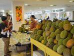 penjual-durian-yang-ada-di-area-mtc-foodcourtlantai-4-mtc-karebosi.jpg