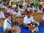 penyambutan-masyarakat-untuk-gubernur-sulsel-nurdin-adullah-di-desa-kertoraharjo.jpg