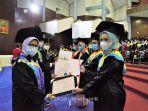 penyerahan-piagam-penghargaan-kepada-lulusan-terbaik-unhas-periode-iv-tahap-ii.jpg
