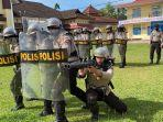 personel-polres-luwu-utara-latihan-cara-mengatasi-kerusuhan-menjelang-hari-pencoblosan-pilkada.jpg