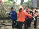personel-trc-pb-kabupaten-wajo-mengevakuasi-perempuan-yang-hanyut-di-sungai-walennae.jpg