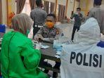 personil-kepolisian-resor-polres-bantaeng-menjalani-pemeriksaan-rapid-test-rabu-362020.jpg