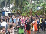 peserta-melakukan-pemanasan-sebelum-lomba-maraton-di-selayar_20171120_131444.jpg