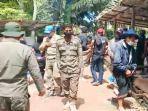 petugas-gabungan-bubarkan-acara-rambu-solo-di-rantebua-toraja-utara-jumat-682021.jpg