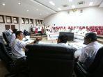 plt-walikota-makassar-syamsu-rizal-mi-memimpin-rapat-perampungan-program-kaki-lima-ta_20180411_174604.jpg