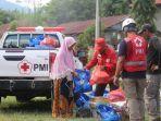 pmi-kota-makassar-mendistribusikan-paket-bantuan-kepada-28-kepala-keluarga-kk.jpg