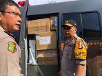 polda-sulawesi-selatan-bekerja-sama-polda-sulawesi-barat-kembali-mengirim-bantuan-kesehatan_20181009_152712.jpg