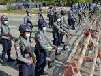 polisi-berjaga-di-naypyidaw-pada-jumat-2912021.jpg