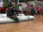 polisi-bubarkan-relawan-fpi-yang-bantu-korban-banjir-jakarta.jpg