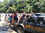 polisi-evakuasi-mayat-bustam-warga-lipungan-tanete-kecamatan-kurra.jpg