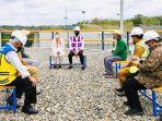 presiden-ri-joko-widodo-saat-duduk-berbincang-bersama-masyarakat-di-kawasan-bendungan-paselloreng.jpg